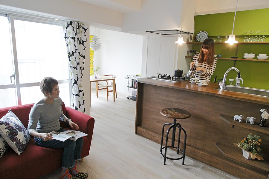 400万円台で女性のためのリノベーション、オサレなキッチン、素敵な寝室
